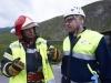 Im Bild von links:  Diskussion zwischen Reto Engel (Feuerwehr St.Moritz) und Ferruccio Pedretti (REO)  Gemeinsame Einsatzuebung der Rettung Oberengadin (REO), den Feuerwehren Samedan/Pontresina sowie St.Moritz und der REGA Basis Samedan am MITTWOCH 6. JUNI AB 19.15h, 2012 auf der Strasse zwischen Celerina und Samedan. Ziel der Uebung ist: die Zusammenarbeit der beteiligten Organisationen zu fordern und zu trainieren. Das Arbeiten in nicht alltaglichen Unfallsituationen und unter erschwerten Bedingungen am Unfallplatz soll trainiert werden. BILDNACHWEIS: fotoSwiss.com/cattaneo